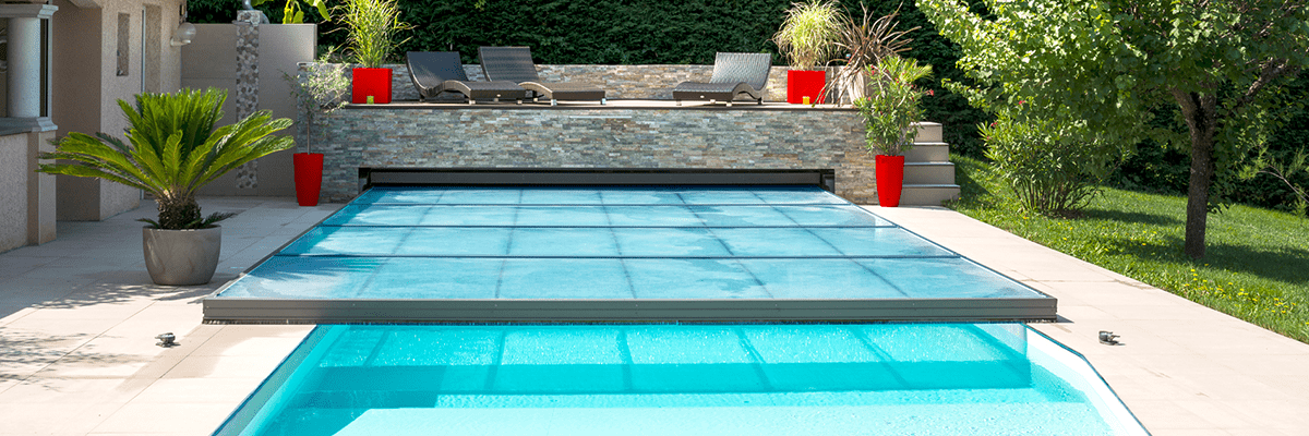 homepage-slider-template_0000s_0003_Domestic_Pool_Enclosures_Silver_Abrisud