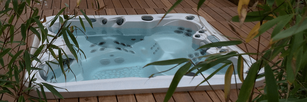homepage-slider-template_0000s_0013_Domestic_Hot_Tubs_Gold_Complete_Spas