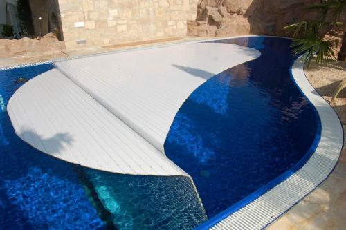 dpac 01 grando-gmbh-has-won-the-gold-eusa-2020-award-in-the-category-domestic-pools-with-an-automatic-cover 50019076471 o